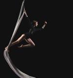 Donna dell'acrobata nel vestito della ginnasta Fotografia Stock