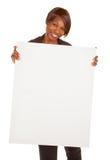Donna dell'afroamericano che tiene un segno bianco in bianco Fotografie Stock
