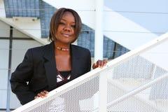Donna dell'afroamericano in ufficio Fotografia Stock Libera da Diritti
