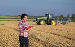 Donna dell'agricoltore al raccolto Fotografia Stock
