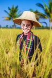 Donna dell'agricoltore nel giacimento del riso Immagine Stock Libera da Diritti