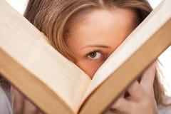 Donna dell'allievo con il libro Fotografie Stock Libere da Diritti
