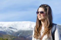 Donna dell'alpinista nella montagna Immagini Stock Libere da Diritti