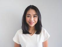Donna dell'asiatico di sorriso fotografie stock libere da diritti