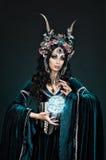 Donna dell'elfo di fantasia in corona del fiore Fotografia Stock Libera da Diritti