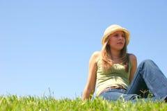 Donna dell'erba fotografia stock libera da diritti