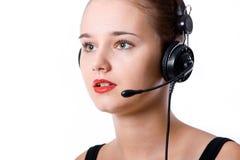 Donna dell'operatore di servizio di assistenza al cliente con la cuffia avricolare, sul backgrou bianco Fotografia Stock