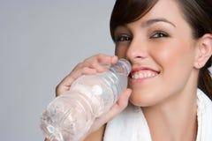 Donna della bottiglia di acqua Immagini Stock