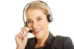 Donna della call center che parla con cliente Immagini Stock Libere da Diritti
