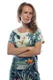 Donna della foto con capelli leggeri, armi attraversate fotografia stock libera da diritti