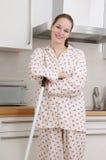 donna della holding della scopa Fotografia Stock