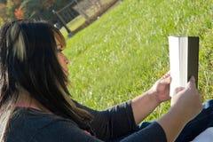 donna della lettura Fotografia Stock Libera da Diritti