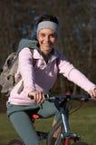donna della montagna della bici Fotografia Stock