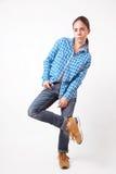 Donna della ragazza in camicia blu e jeans Fotografie Stock