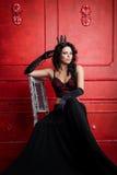 Donna della regina di modo in una biancheria lussuosa Fotografia Stock