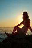 Donna della siluetta di tramonto Immagine Stock Libera da Diritti