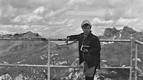 Donna della teleferica di Marmolada stock footage