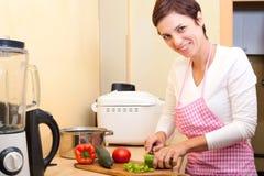 donna delle verdure di taglio Fotografia Stock
