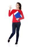 Donna dello studente che mostra il suo risultato perfetto dell'esame Fotografia Stock