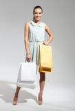 Donna di acquisto con la borsa Fotografia Stock