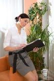 Donna di affari all'ufficio Fotografie Stock Libere da Diritti