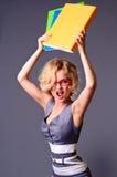 Donna di affari arrabbiata con i dispositivi di piegatura Fotografia Stock Libera da Diritti