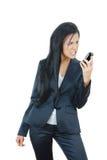 Donna di affari arrabbiata con il telefono mobile rotto Fotografie Stock Libere da Diritti