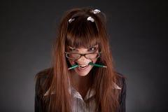 Donna di affari arrabbiata con la matita rotta Immagini Stock Libere da Diritti