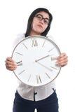 Donna di affari asiatica Showing Time sull'orologio immagini stock libere da diritti
