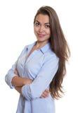Donna di affari astuta con capelli scuri lunghi Fotografia Stock Libera da Diritti
