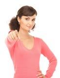Donna di affari attraente che indica la sua barretta Immagine Stock