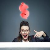 Donna di affari attraente con un'idea per un nuovo affare Immagine Stock