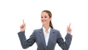 Donna di affari bionda che indica le sue dita su stock footage