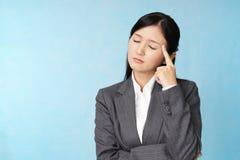 Donna di affari che è stanca fotografia stock libera da diritti