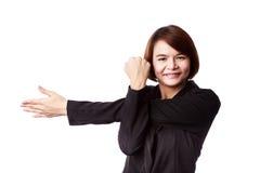 Donna di affari che allunga esercizio Fotografia Stock