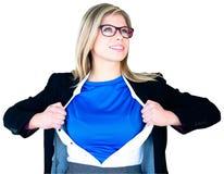 Donna di affari che apre il suo stile del supereroe della camicia Immagine Stock