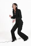 Donna di affari che ascolta la sua musica favorita fotografia stock libera da diritti