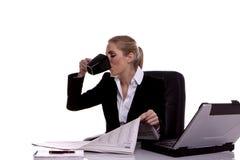 Donna di affari che cattura un freno. Immagine Stock Libera da Diritti