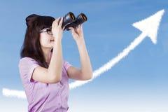 Donna di affari che cerca l'alto profitto Fotografia Stock Libera da Diritti