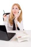 Donna di affari che comunica sul telefono fotografie stock libere da diritti