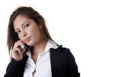Donna di affari che comunica sul telefono delle cellule Immagini Stock
