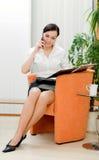 Donna di affari che fa chiamata Fotografia Stock