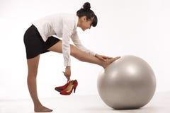 Donna di affari che fa esercitazione Fotografia Stock