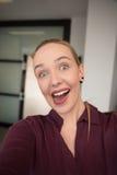 Donna di affari che fa fronte divertente Fotografie Stock