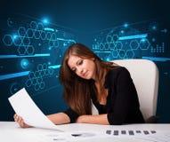 Donna di affari che fa lavoro di ufficio con fondo futuristico Fotografie Stock