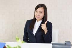 Donna di affari che gode del successo Fotografia Stock Libera da Diritti