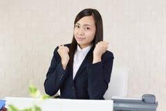 Donna di affari che gode del successo Immagine Stock Libera da Diritti