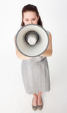 Donna di affari che grida tramite un megafono Immagine Stock