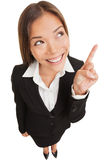 Donna di affari che indica mostra e sguardo Immagine Stock