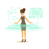 Donna di affari che indossa la cuffia avricolare di VR che funziona nella simulazione digitale e che interagisce con 3d la visual illustrazione vettoriale